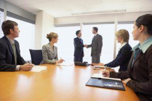 Применение решения об увольнении совета учредителей