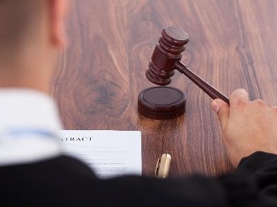 Что следует считать добровольным отказом от преступления: признаки, стадии