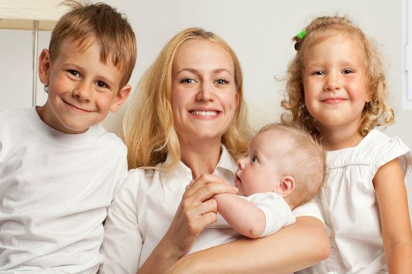 Мать одиночка: кто считается таковой по закону, как получить статус после развода