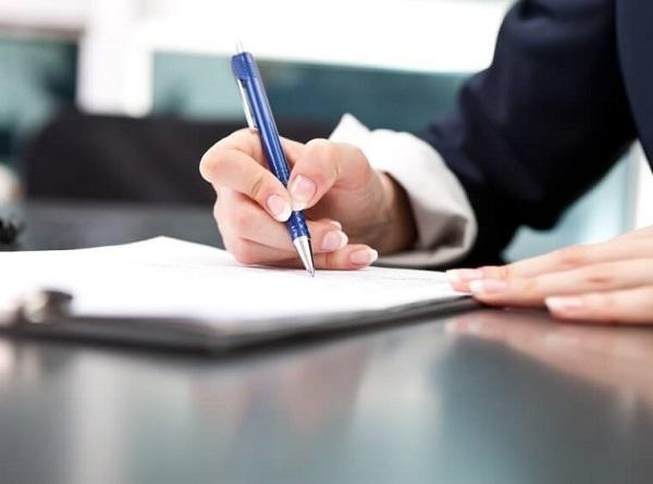 Внесении записей в кадровую документацию
