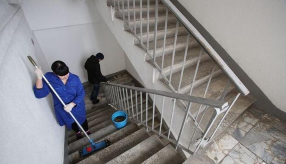 Обращение в редакцию: Кто будет заниматься уборкой подъездов?