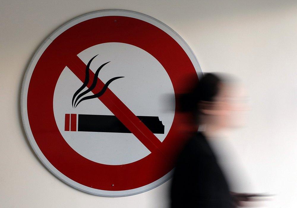 можно ли курить в подъезде жилого дома