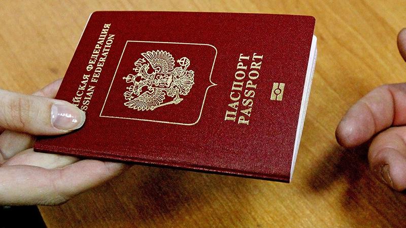 Экс-главу отдела УФМС осудят за незаконную выдачу паспорта мигранту