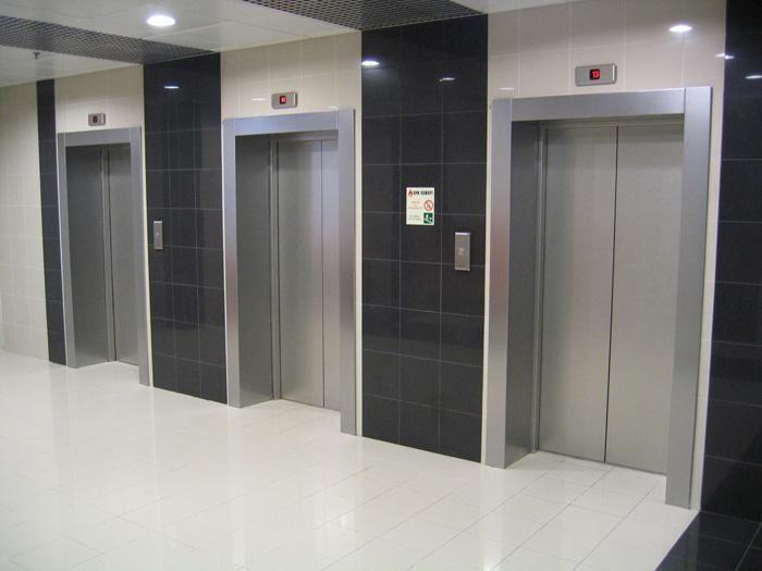 В новостройке лифт с людьми внутри остановили ловители   REALTY.TUT.BY